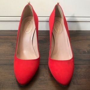 SJP Lady pump in red